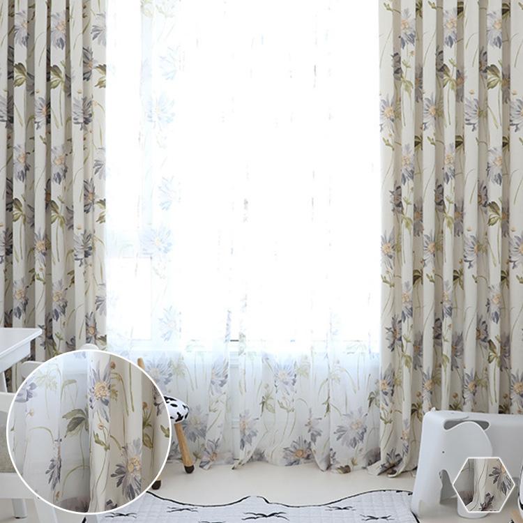 水墨風の花が繊細なタッチで描かれた美しいカーテン