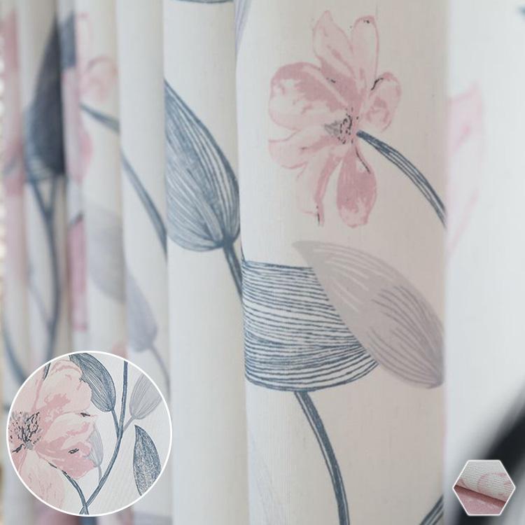 ふんわりとしたタッチで描かれた花とリーフ柄ドレープカーテン