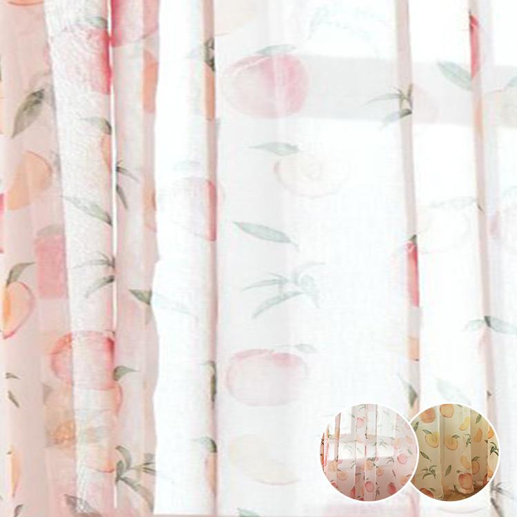 みずみずしいモモ柄がフレッシュで食欲を引き出せるカーテン