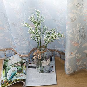 花水木にモチーフしたデザインのレースカーテン