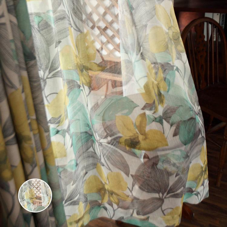 アンティーク調の花柄のレースカーテン
