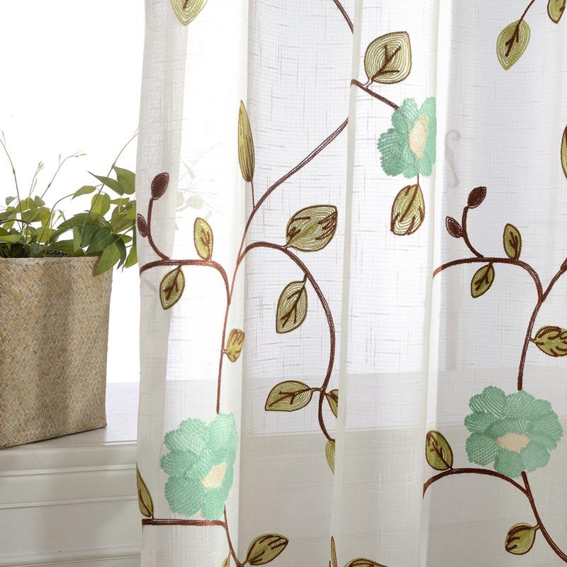 ナチュラルな花刺繍レースカーテン