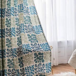 明るいリーフモチーフの北欧風カーテン