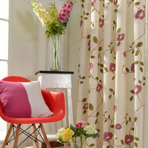 綺麗な花刺繍のドレープカーテン