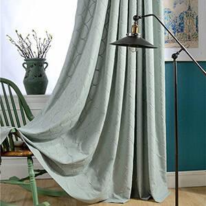 大きめの網目模様のデザインのドレープカーテン