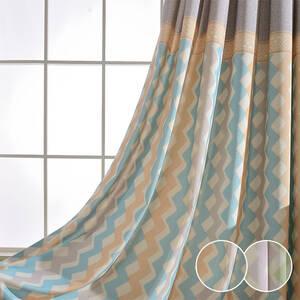 継ぎ合わせ風にデザインされたカーテン