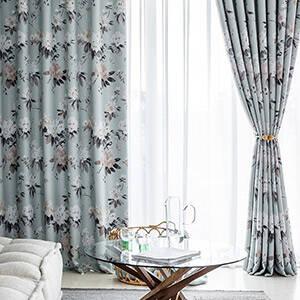 水彩調の花柄カーテン