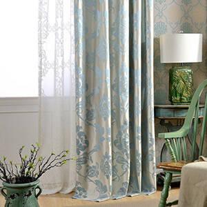 淡い色合いで優しい空間作りのカーテン