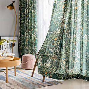 グリーンがいっぱいで癒しのあるカーテン