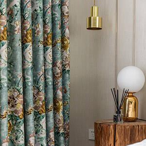 水彩画花模様のカーテン