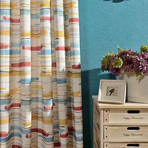 カラフルな水彩風ラインのカーテン