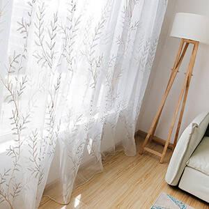 ボタニカル風のリーフ刺繍レースカーテン