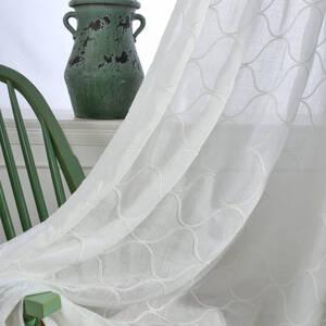大きめの網目模様のデザインのレースカーテン