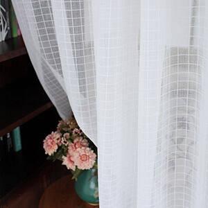 レトロな雰囲気のチェック柄レースカーテン