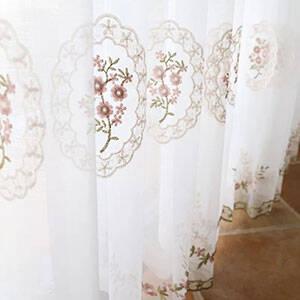 刺繍で繊細に描かれた花柄レースカーテン