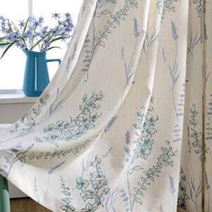 繊細で美しい花モチーフカーテン