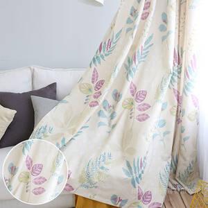 パープルがアクセントになる優しいデザインカーテン