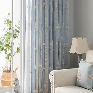 タンポポ刺繍の一体型カーテン