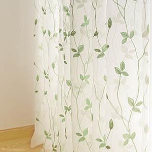 リーフの刺繍が美しいカーテン