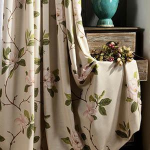 レトロで上品な花柄カーテン
